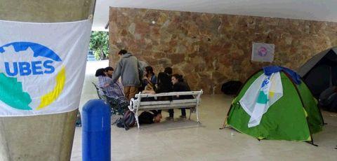 Estudantes ocupam quase 90 escolas em Minas Gerais contra a PEC 241