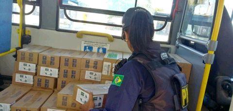 Ônibus escolar é flagrado fazendo transporte irregular na PB, diz PRF
