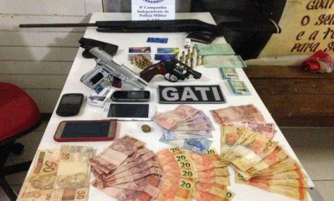 Grupo é preso em Belo Jardim com  com cartões de crédito e celulares
