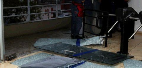 Vendaval danifica entrada do plenário da Câmara de Campinas, SP